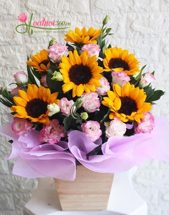 Hộp hoa gỗ rực rỡ