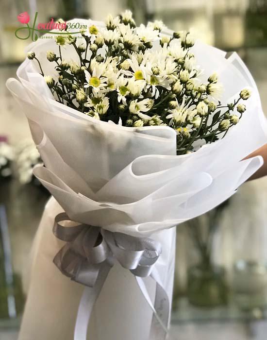 Bó hoa cúc trắng tượng trưng cho sự trong trắng, thuần khiết