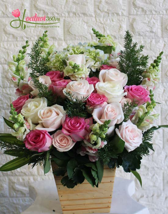 Hoa cắm hộp gỗ ngọt ngào và xinh đẹp