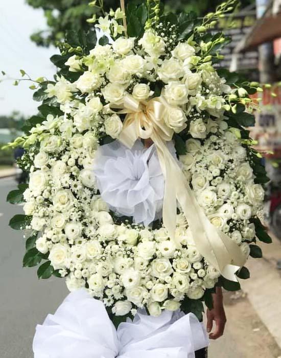 Lẵng hoa chia buồn đêm chia ly  bày tỏ tấm chia buồn sâu sắc