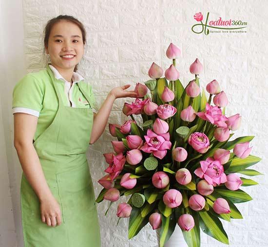 Bình hoa sen chúc mừng-  Sự tôn kính