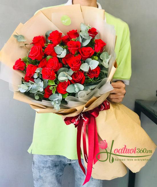 Lời hẹn ước chúc mừng sinh nhật không thể thiếu hiện diện của bó hoa hồng đỏ
