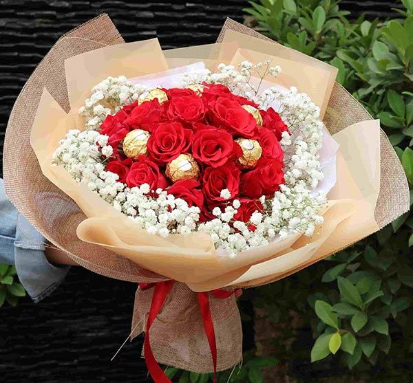 Bó hoa socola xinh có tại shop Hoatuoi360