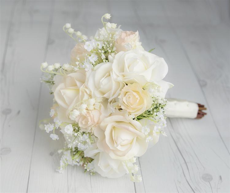 Hoa hồng trắng cầm tay