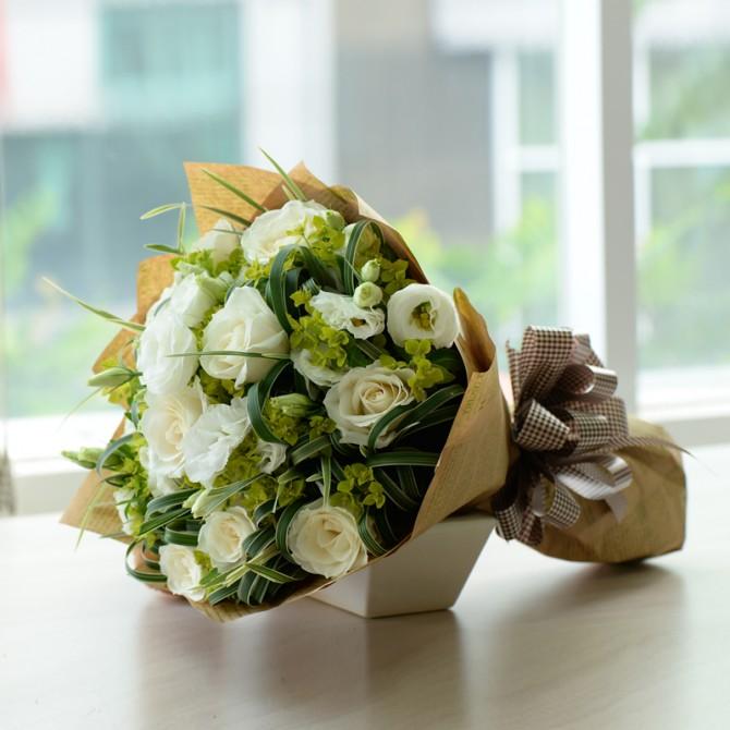 Bó hồng trắng làm quà tặng ý nghĩa