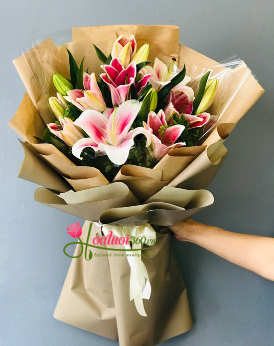 Bó hoa ly hồng rực rỡ