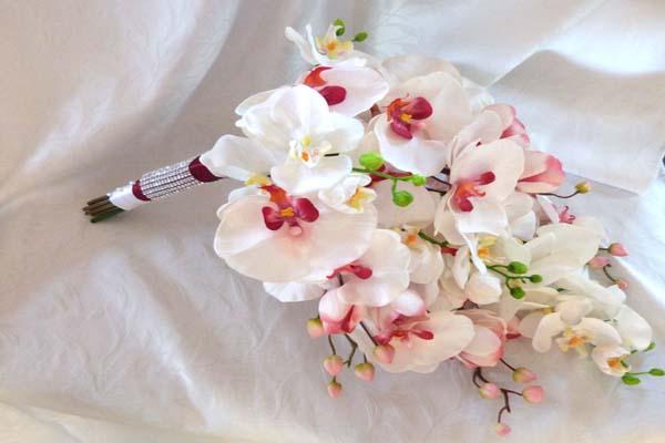 Kết quả hình ảnh cho bó hoa cưới hoa lan