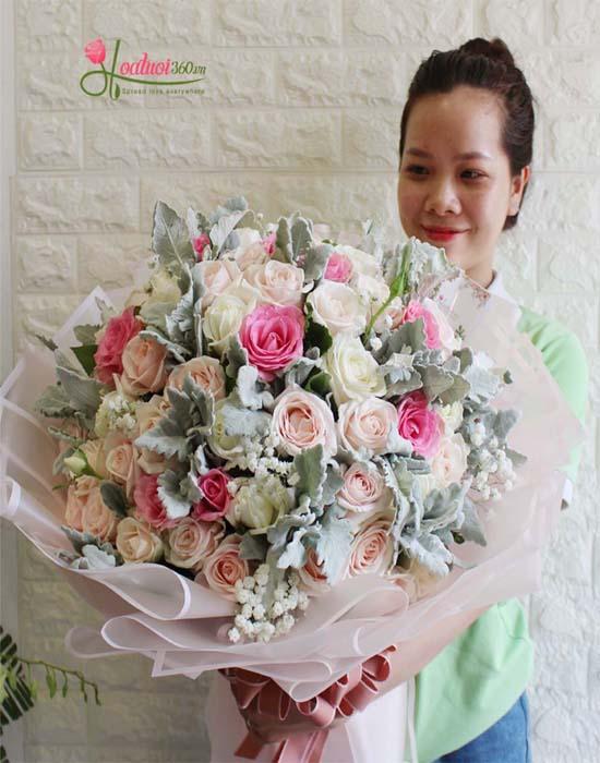 Bó hoa hồng tròn màu hồng thể hiện tình yêu lãng mạn