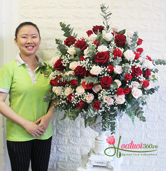 Bình hoa hồng chúc mừng sang trọng nhất