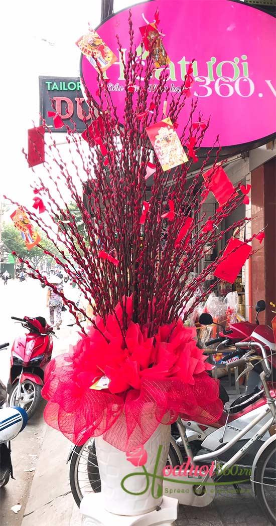 Cắm hoa nụ tầm xuân Tết - Nhà nhà đón xuân