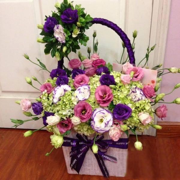 Kết quả hình ảnh cho cắm giỏ hoa tặng mẹ