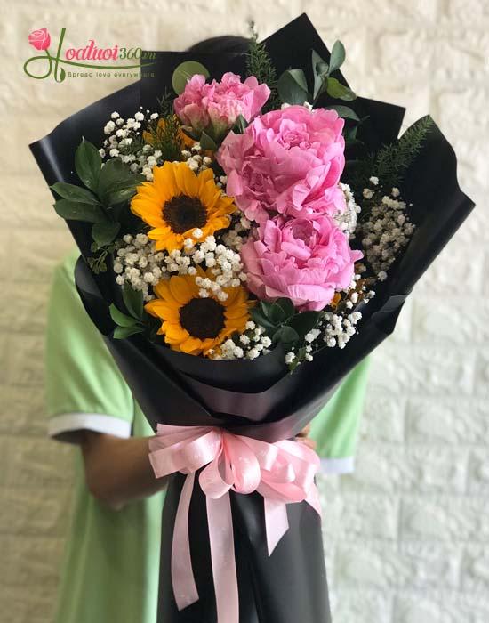 Bó hoa mẫu đơn hồng kết hợp hướng dương