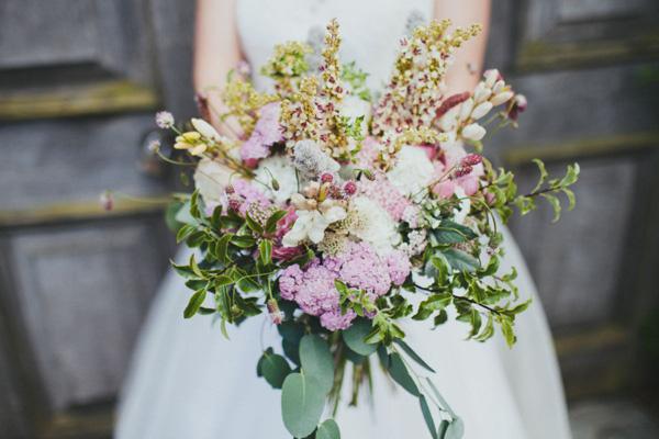 Kết quả hình ảnh cho bó hoa cưới tự nhiên