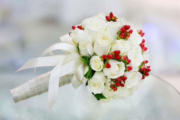 Hoa hồng trắng được dùng lamg hoa cưới