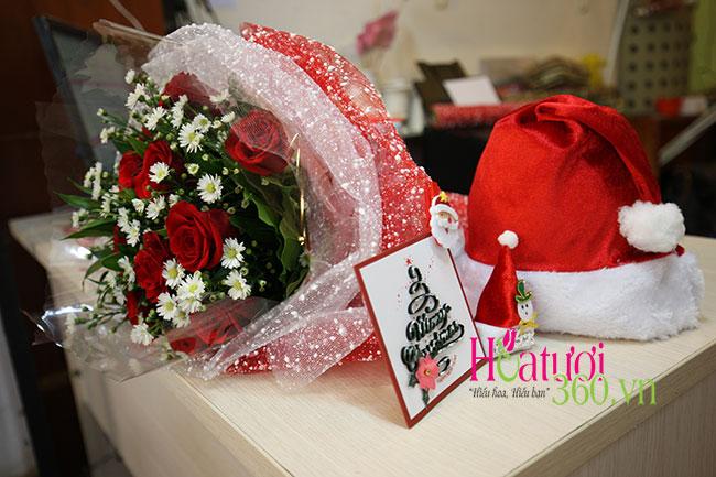 Giáng sinh ấm áp từ sự kết hợp của hồng đỏ và cúc họa mi dành tặng nàng