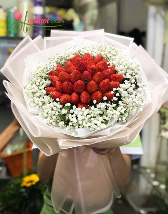 Bó hoa trái dâu tây mừng sức khỏe độc đáo