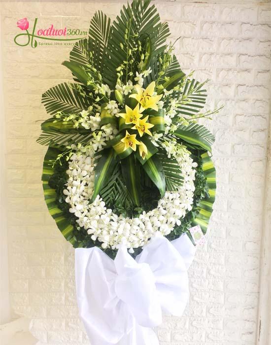 Kệ hoa chia buồn hoa ly thể hiện lòng thành kính