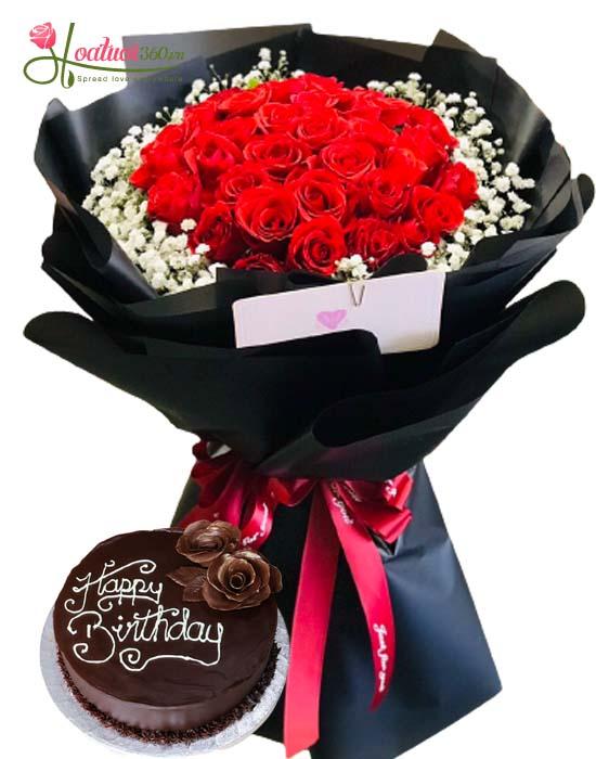 Bó hoa hồng cùng bánh kem