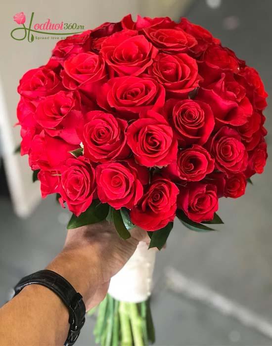 Bó hoa cưới dành tặng cô dâu xinh đẹp