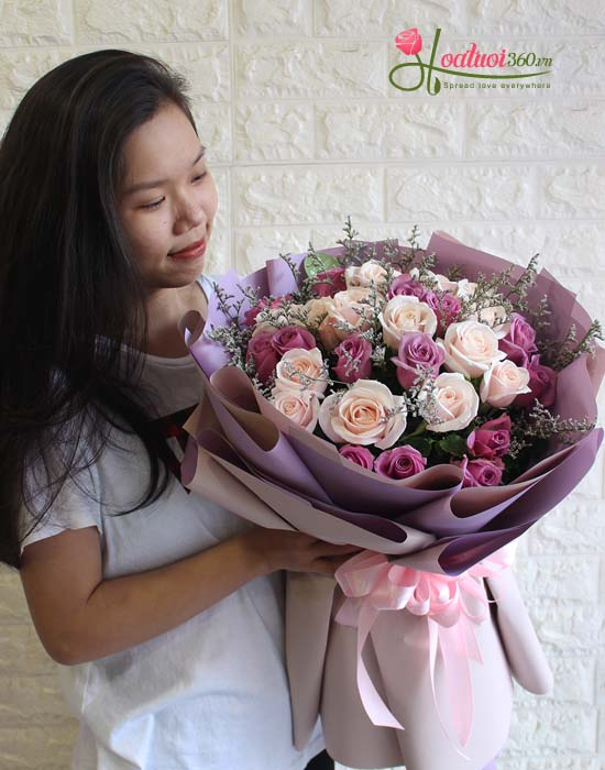 Bó hoa tròn kiểu giấy kiếng đẹp và sang trọng