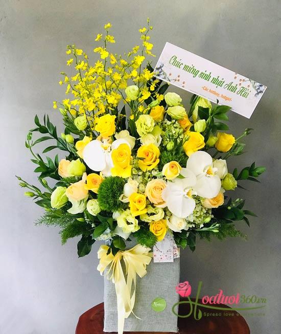 Hộp hoa chúc mừng tốt nghiệp mang ý nghĩa đẹp