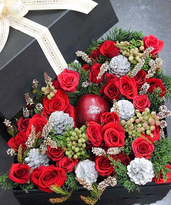 Hộp hoa giáng sinh tặng bạn gái sang trọng và đầy ấn tượng