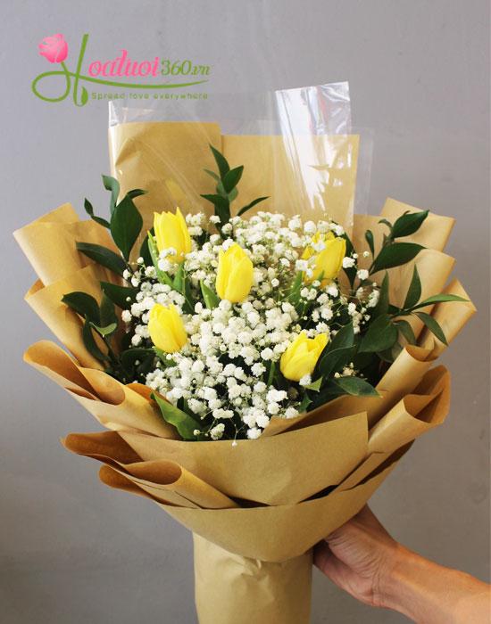 Tặng bó hoa tulip vàng cho người thân