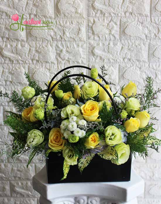 Giỏ hoa tặng mẹ ngày 8/3 ấm áp