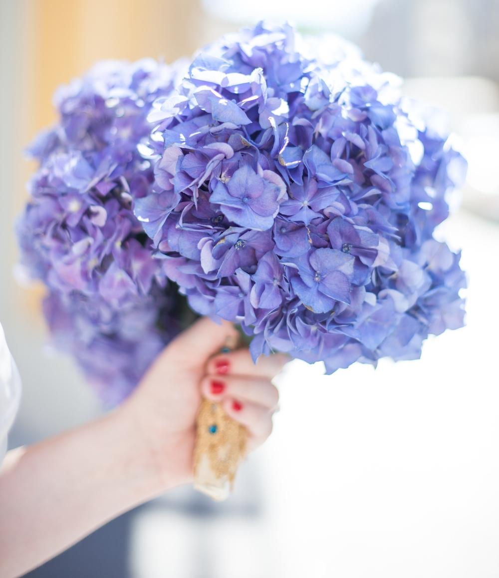 Hoa cầm tay cô dâu cẩm tú cầu cực xinh